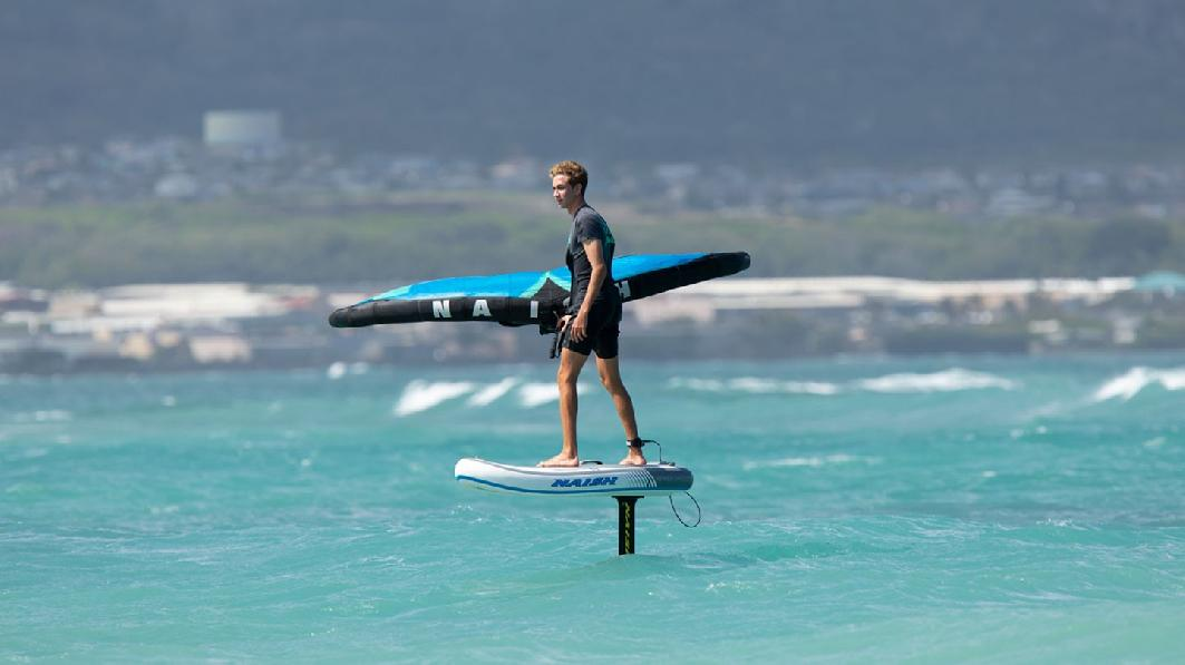 S26SUP_Action_HoverInflatable_A