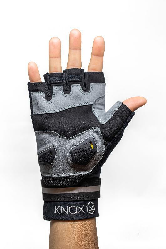Glove-1rugNK8cmpUuH0